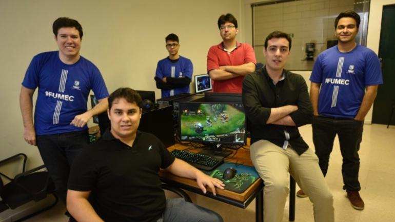 56d3da55e Equipe de League of Legends da FUMEC (Foto: Douglas Magno | O Tempo).